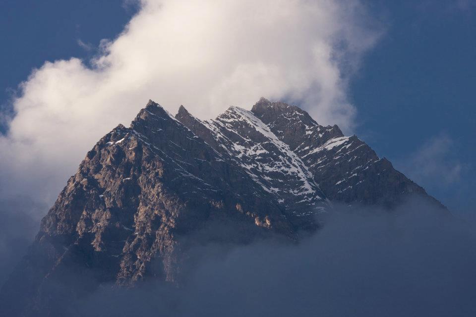 Manaslu Trek: Mountain surrounded by cloud